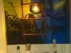 Pokoje hotelowe w Daddy Long Legs - łazienka z graffiti i policyjnym kogutem