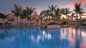 Main-Pool-Sugar-Beach-Resort_1400x787_72_RGB-af1c7